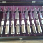 juego de quincho de 12 piezas (6 juegos de pic nic) encabados en ciervo y madera presentados en caja